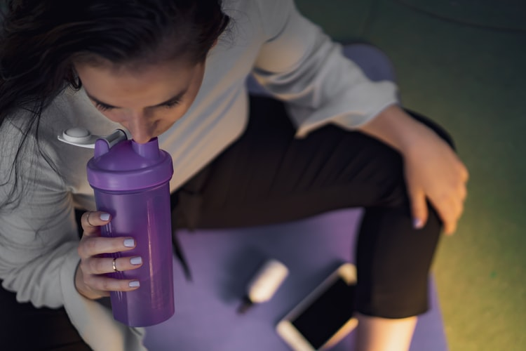 プロテインを運動前に飲む
